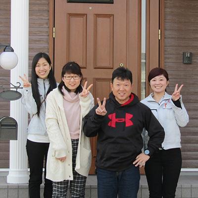 春日井市M様邸、工事完了後M様ご夫妻とニコニコ記念撮影!
