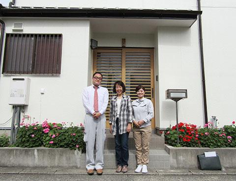 春日井市M様とご自宅の前で記念撮影2