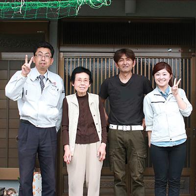 春日井市N様邸、外壁塗装工事後の記念撮影