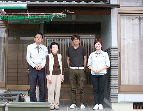春日井市N様邸、外壁塗り替え施工後の記念写真