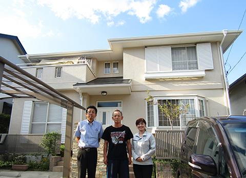 岐阜県可児市N様_外壁屋根塗替工事_お客様の声_記念撮影