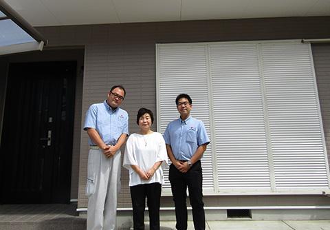 愛知県一宮市K様_外壁屋根塗替工事_お客様の声_記念撮影