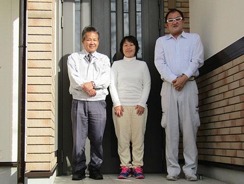 愛知県大垣市H様_外壁屋根塗替工事_お客様の声_記念撮影