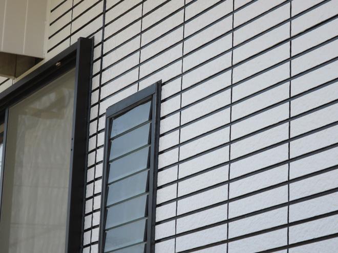 三重県四日市市M様_外壁(再現工法)屋根塗装工事_施工後外壁拡大写真2