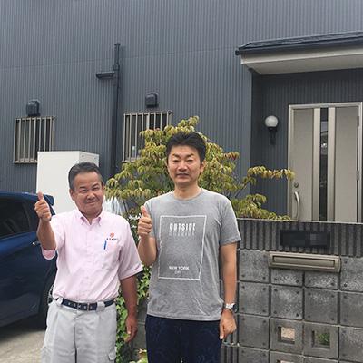愛知県瀬戸市I様_外壁屋根塗替工事_お客様の声_記念撮影