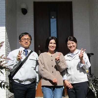 愛知県小牧市T様_外壁屋根塗装工事_お客様の声_記念撮影